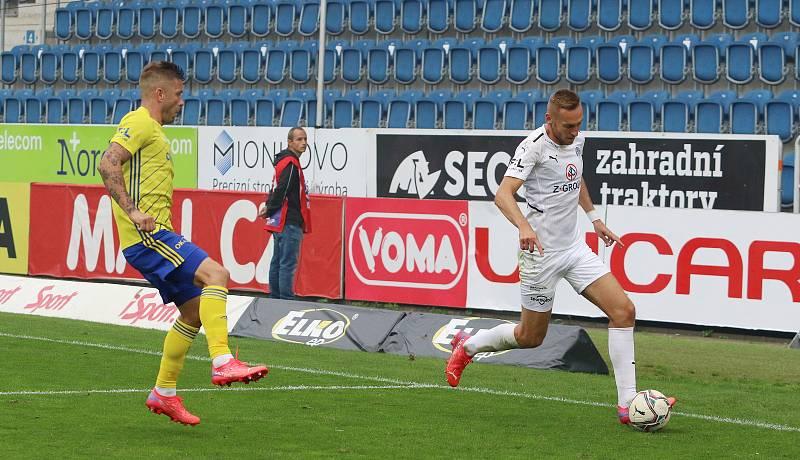 Sobotní derby v Uherském Hradišti opanovalo domácí Slovácko (bílé dresy), které zvítězilo nad Zlínem 3:0.