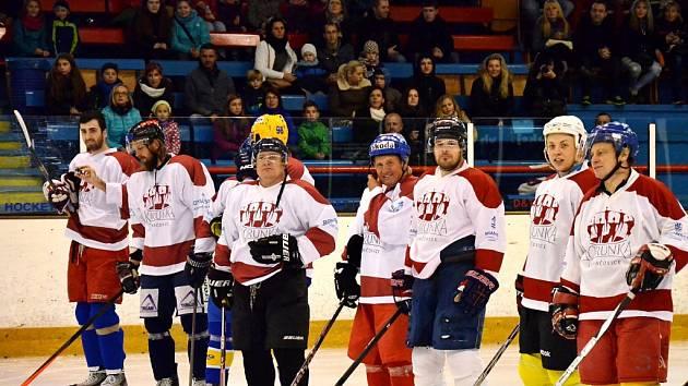 Na hokejové show se rozdávaly peníze potřebným