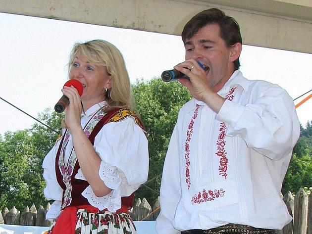 Martina Šilhavíková a Pavel Mikel rozproudili svými písničkami krev v žilách návštěvníků.