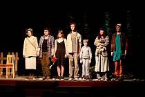 Hra oslovila i diváky, kteří herce ocenili potleskem vestoje.