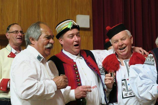 Pětice pěveckých sborů zahájila v Dolním Němčí hodový víkend.