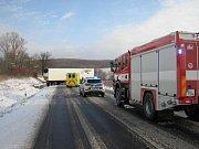 K dopravní nehodě, která několik hodin blokovala silnici mezi Polichnem a Uherským Brodem dopravní nehoda, ke které tam došlo v pátek 4. ledna krátce po půl deváté ráno.