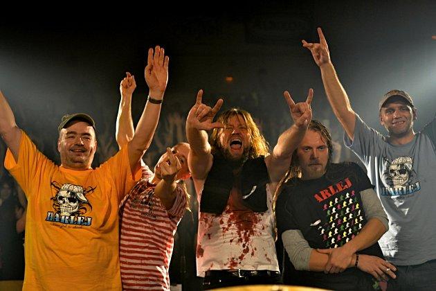 Skupina Harlej se zpěvákem Tomášem Hrbáčkem vyjíždí na turné knovému CD. Koncert odehrají tuto sobotu ivBřezolupech.