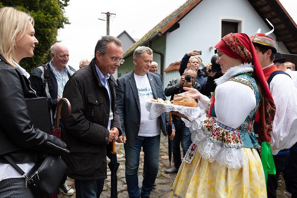 V posledním srpnovém dnu si obec Dolní Němčí, coby vítěze celostátního kola Vesnice roku 2018 a jeho tradice prohlédla hodnotící komise soutěže Evropská cena obnovy vesnice. V areálu Muzea na Mlýně.