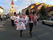 Svatováclavské hody s právem měli po roce v Ostrožské Nové Vsi. Zatímco loni si stárka se stárkou nezvolili, letos se této role ujal Vojtěch Pančík a Tereza Hůsková.