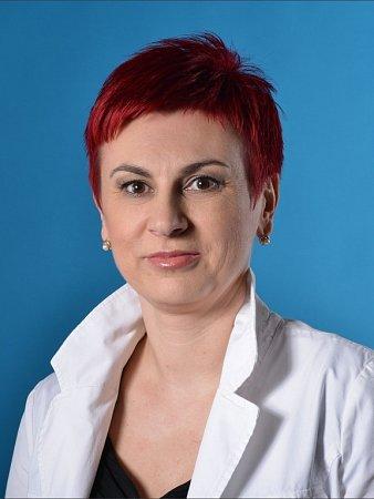Esma Opravilová.