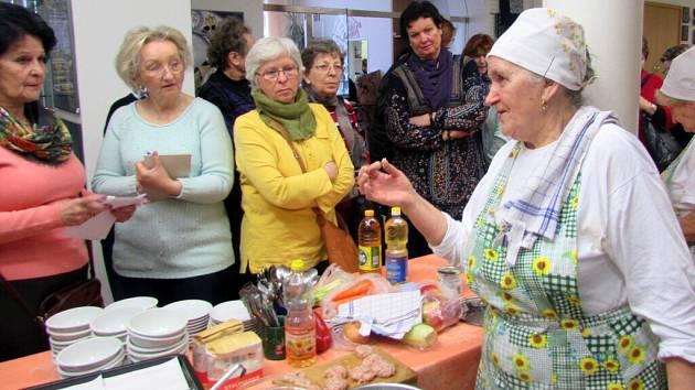 Marie Lekešová ve Slováckém muzeu předvedla, jak vařit levně, chutně a přesto zdravě.