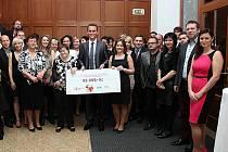 Dvakrát padesát tisíc korun, takový je konečný výtěžek benefičních aktivit letošní prázdninové akce Slovácké léto, jejímž mediálním partnerem byl také Slovácký deník.