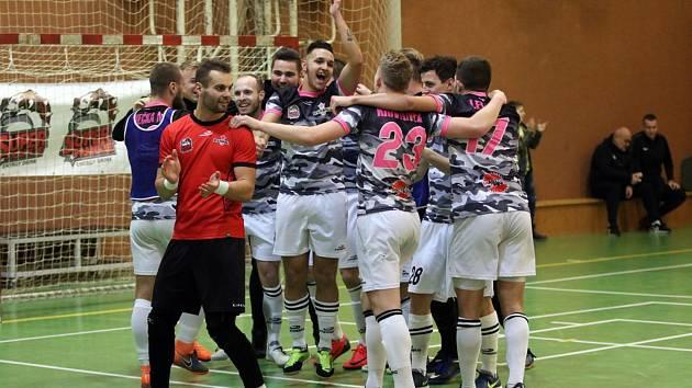 Futsalistům Uherského Hradiště závěr letošního roku vyšel nad očekávání dobře. Bazooka se v tabulce Varta ligy posunula na šesté místo.