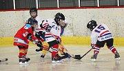 Velká radost ze hry byla vidět na všech malých hokejistech, kteří se v sobotu 18. listopadu zúčastnili v Uherském Hradišti turnaje 2. tříd. Domácím Hradišťanům se dařilo, s Brumovem a Uherským Ostrohem vyhráli všechny čtyři zápasy.