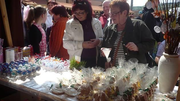 Velikonoční jarmark už neodmyslitelně patří k oslavám svátků jara na zámku v Ořechově. Také letos nabídne kromě velikonočního zboží i bohatý kulturní program. Ilustrační foto.