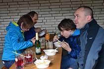 Guláš párty v Košíkách nabídla čtyři druhy gulášů.