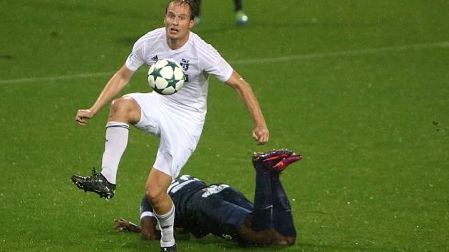 Fotbalisté Slovácka (v modrém) si z Karviné odvezli výhru 1:0.