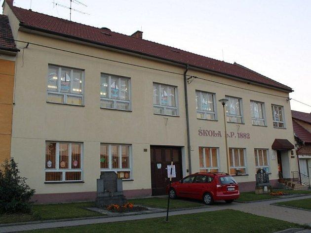 Základní škola v Podolí slavila stotřicáté narozeniny.