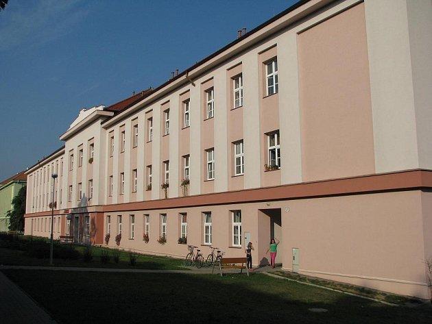 Byty pro osoby s nízkými příjmy v bývalých kasárnách v Uh. Hradišti.