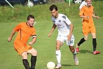Fotbalisté 1. FC Slovácko C neponechali nic náhodě, když do Šumic přivezli několik posil z B-týmu v čele s Martinem Holkem (vpravo).