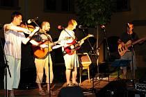 Skupina Hukl rozproudila svými písničkami krev v žilách posluchačů.