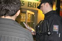Na pětadvacet policistů z celého Uherskohradišťska vyjelo v sobotu 5. března v noci do barů, hospod a diskoték v celém regionu.