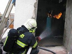 Požár plynové láhve s propa-butanem v kamenické dílně v Tupesích.