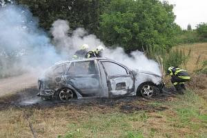 Požár osobního vozidla v obci Topolná na Uherskohradišťsku