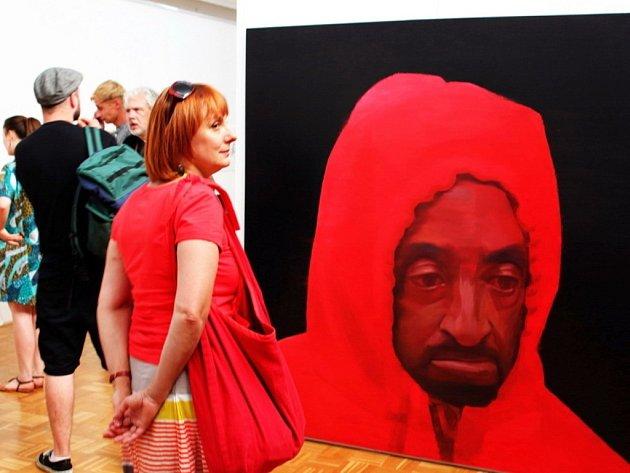 Petr Nikl pobavil návštěvníky slavnostního zahájení jeho výstavy nejen hudbou a zpěvem, ale i svými obrazy a fotografiemi.