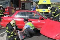 Při nehodě se zranili čtyři lidé.