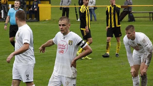 Fotbalisté Strání (v bílém). Ilustrační foto