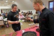 Kulinářskou hmyzí show si nenechalo na Velehradě ujít přes padesát lidí.