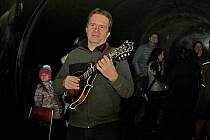Nezapomenutelné zážitky si odnášeli návštěvníci Živé vody na Modré z romantického večera při svíčkách a z koncertu Radima Zenkla.