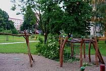 Dětské hřiště za domy 920 - 922 na hradišťském náměstí Republiky.
