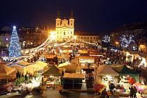Vánoční trh na náměstí v Uherském Hradišti.