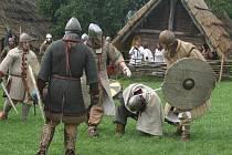 Historický festival v Archeoskanzenu na Modré  přilákal patnáct stovek diváků.