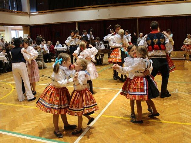 Děti ve Vlčnově se učí lásce k tradicím už od raného věku.