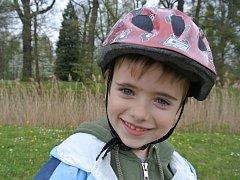 ALEX. Model přes helmy