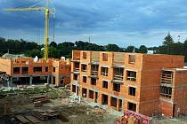 Byty jsou nyní ve fázi stavby, některé jsou však již hotové.