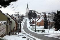 Strání je největší vesnicí Zlínského kraje. Kostel Povýšení sv. Kříže.