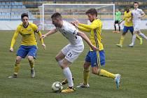 Fotbalisté Slovácka B vstoupili do jarních odvet ve třetí lize domácí výhrou 1:0 nad rezervou Zlína. Na snímku je stoper Tomáš Vincour.