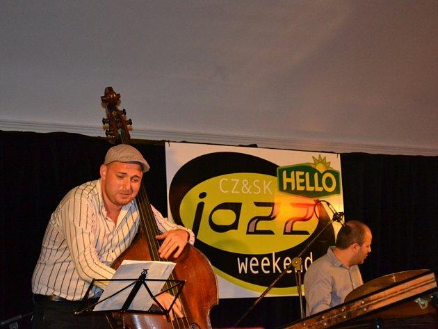 Jazzový večer zahájilo vystoupení Radovana Tarišky.