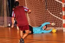 Duel nadstavbové části Futsalové ligy Uherské Hradiště.