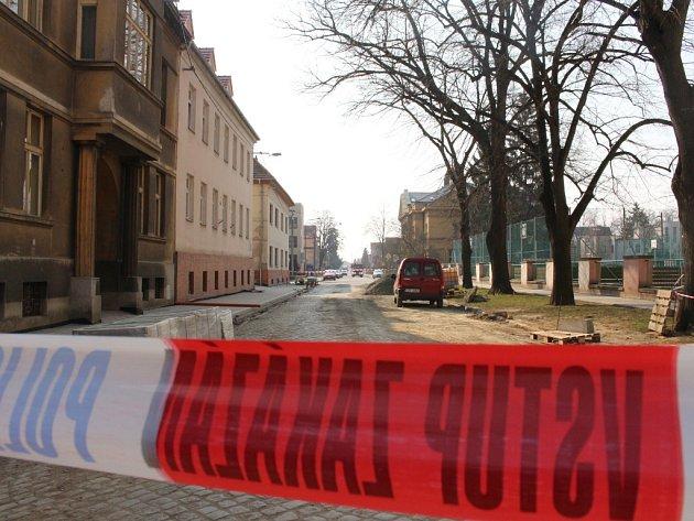 Policisté do oblasti soudu nepouštěli auta, cyklisty ani chodce.