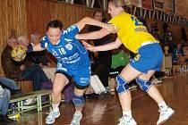 Kapitánka Veselí Tereza Chmelařová (vlevo) zaznamenala v posledním interligovém zápase letošního roku šest branek.
