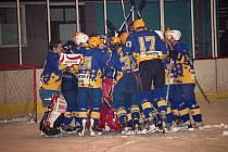 V minulém ročníku play off krajské ligy Zlínského kraje triumfovali hokejisté Uherského Brodu, kteří v pátém finálovém zápase vyhráli na ledě Uherského Hradiště. Kdo se, tak jako loni Broďané, bude radovat letos?