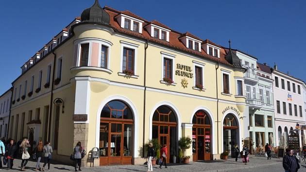 Hotel Slunce. Renesanční budova je ozdobou Masarykova náměstí.