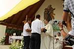 V pondělí 6. července sloužil svou první mši svatou na Svatém Antonínku Lhoťan Vojtěch Radoch. Hasiči novoknězi věnovali hasičskou uniformu - patřil totiž mezi místní dobrovolné hasiče.