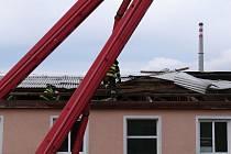 Následky silného větru ve Zlínském kraji odstraňovali hasiči i ve čtvrtek 26. prosince.
