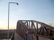 Železniční most přes Moravu mezi Uh. Hradištěm a Starým Městem. Ilustrační foto.
