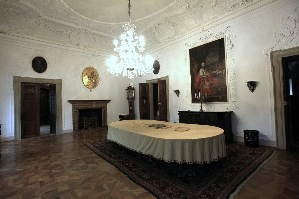 Do katastru městyse Buchlovice patří také zámek Buchlovice se zahradou.