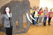 Jméno Srstík  obdržel hradišťský mamut ve čtvrtek 27. února, autorem pojmenování je desetiletá Marie Jelínková z Kroměříže.