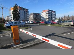Parkoviště před Uherskohradišťskou nemocnicí. Ilustrační foto.