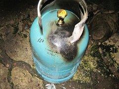 Technická závada ventilu propan – butanové tlakové láhve topidla umístěného v obytné místnosti rodinného domku na ulici Metodějova ve Starém Městě stála za vznikem požáru.